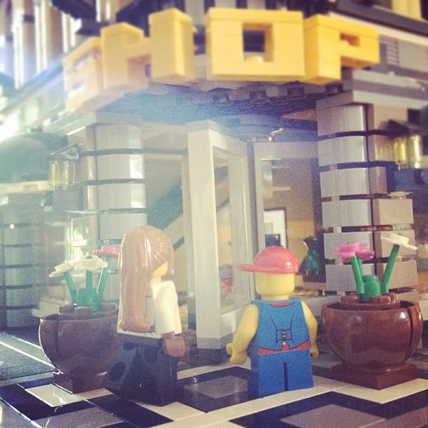 LegoGenre 00005: Shop.