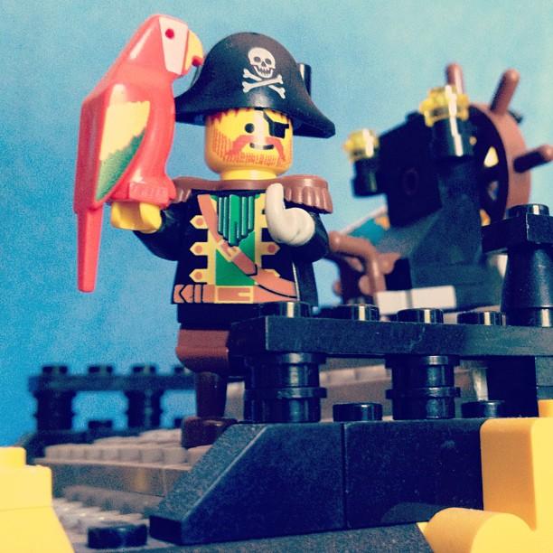 LegoGenre 00034: Captain Roger Redbeard