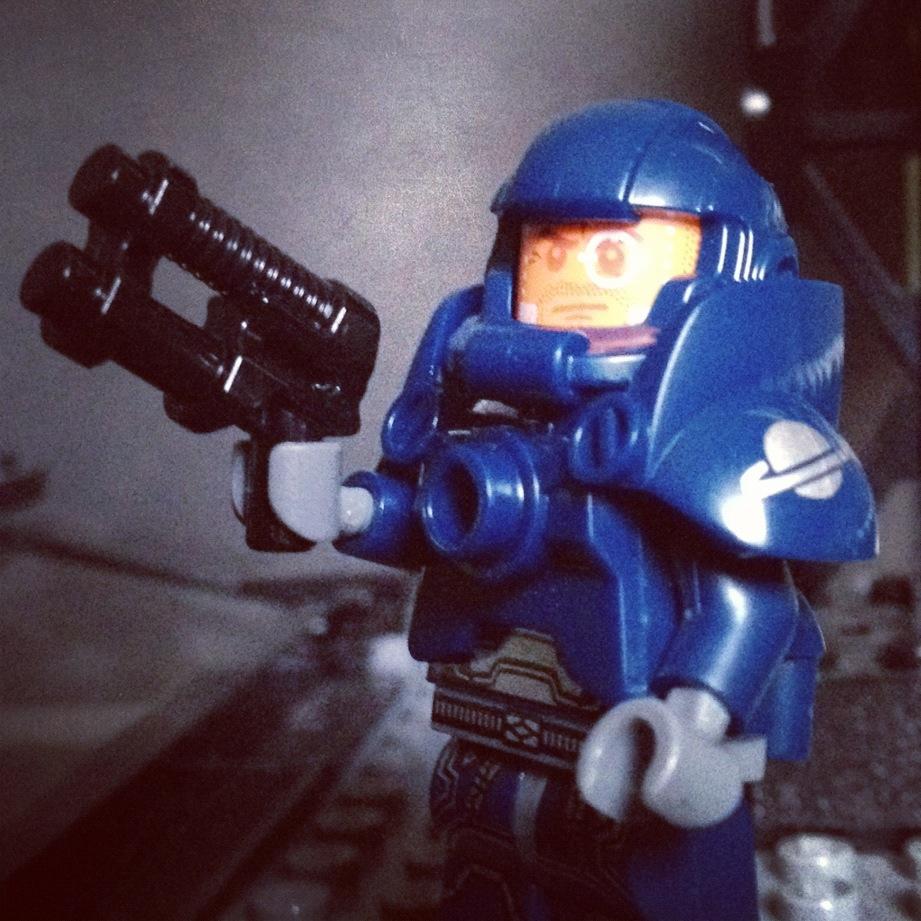 LegoGenre 00171: Xenomorph Hunter / Space Marine