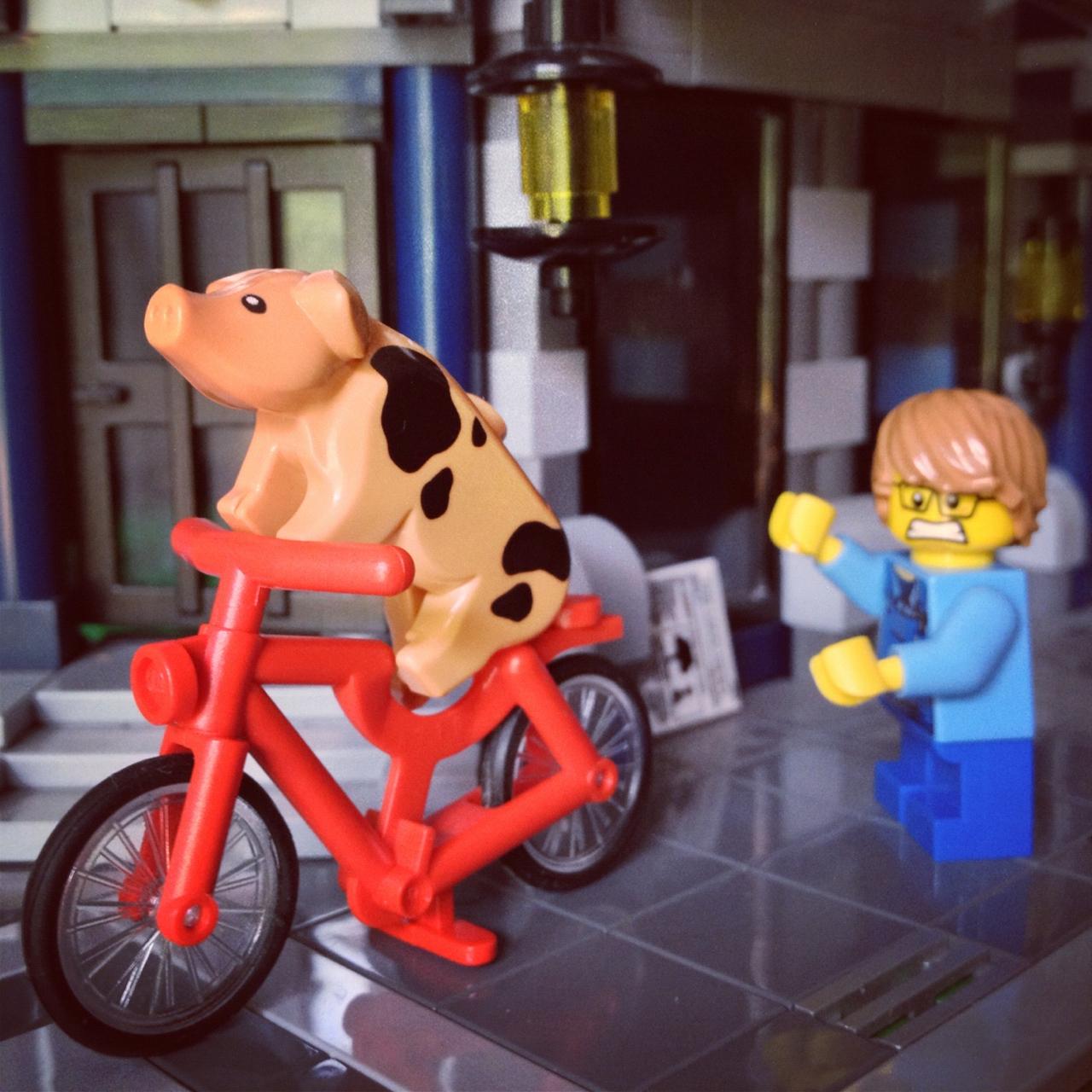 LegoGenre 00176: Some Pig