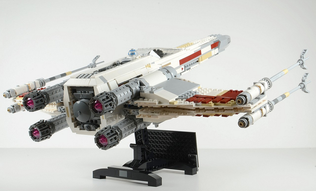 Brickset's Huw Review UCS X-Wing Starfighter Back