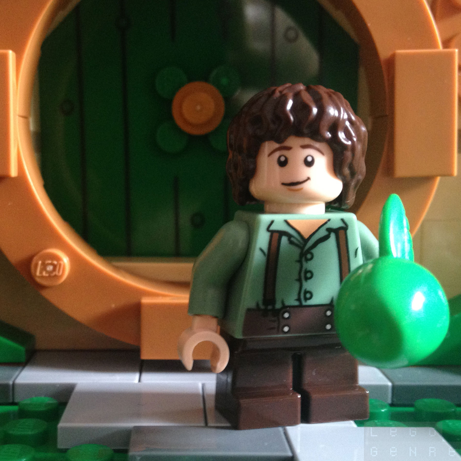 LegoGenre 00253: Frodo Baggins, Ring-bearer, of the Nine Fingers, Elf-friend, & Mayor; aka Mr Underhill.