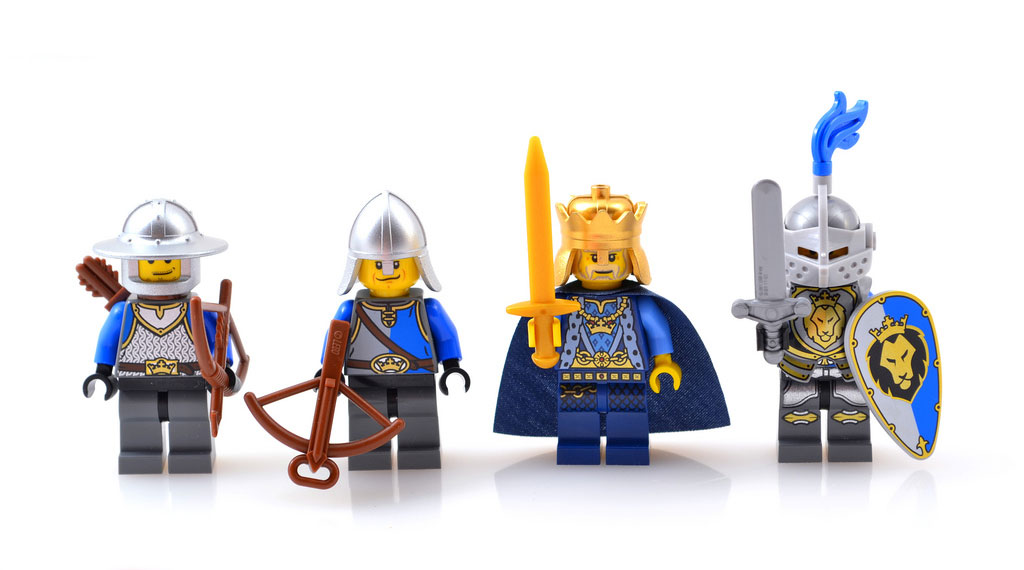 007's Lego Kings Castle (70404) Review Minifigs