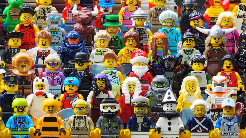 713Avenue's Lego Minifigures Group 01