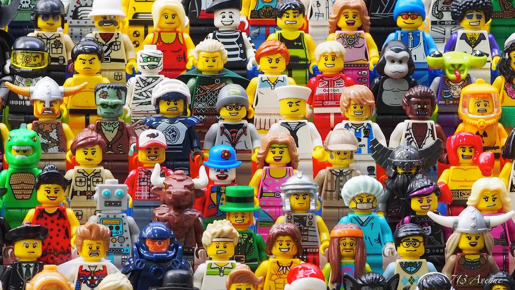 713Avenue's Lego Minifigures Group 02