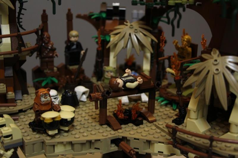 Jared Chan's Lego Star Wars: Ewok Village 10236 Detail Review