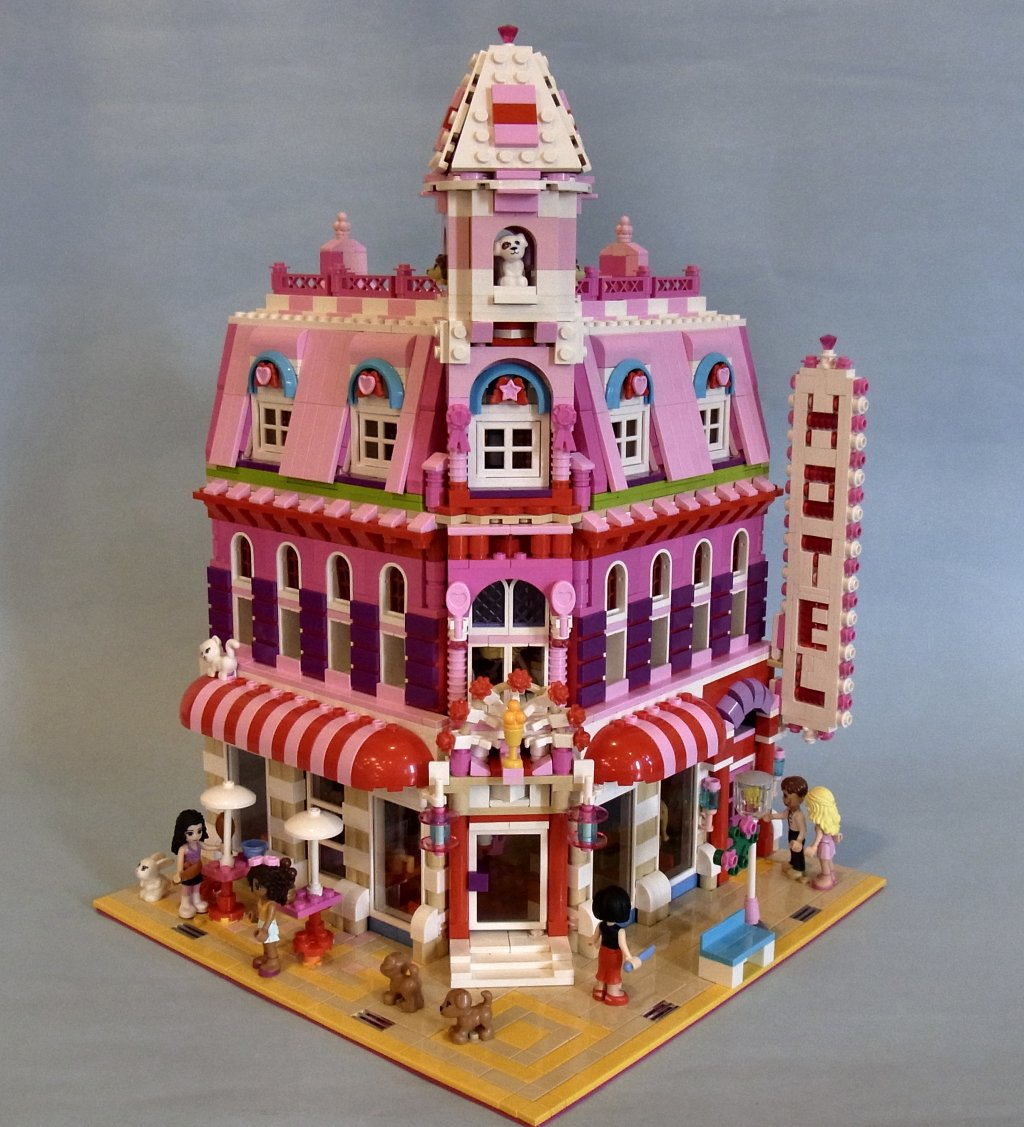 Lego Friends: Lovely Hotel, a Cafe Corner Mod