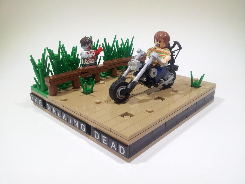 ProjectAzazel's Lego Walking Dead: Daryl Dixons Chopper