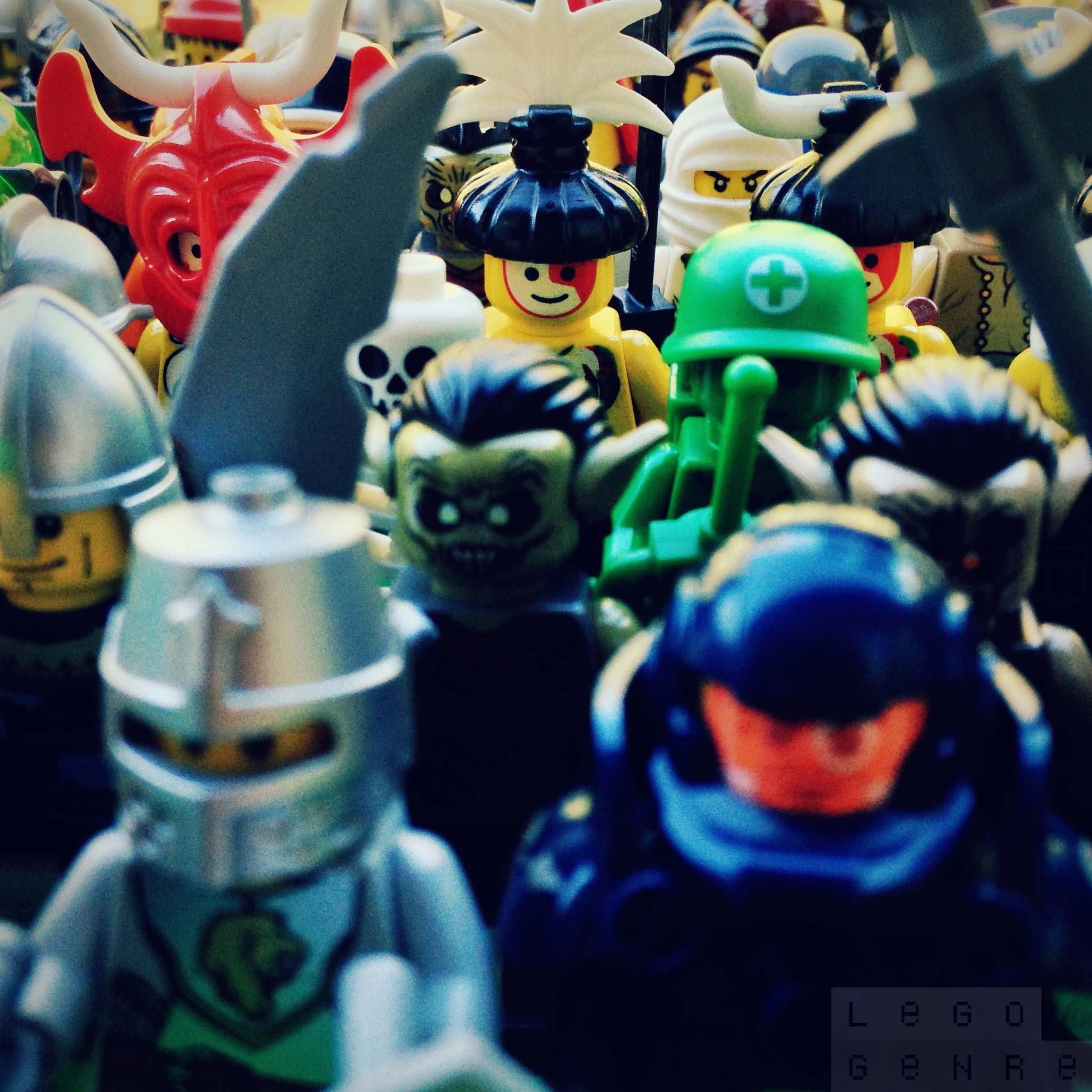 LegoGenre 00300: Minifigs!