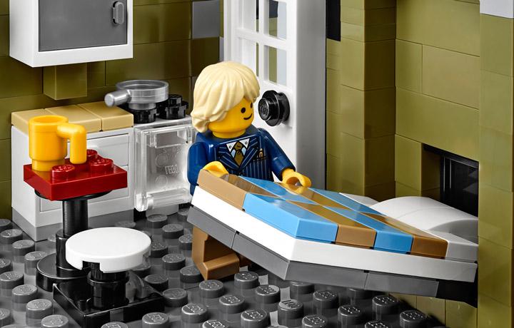 Lego Creator Parisian Restaurant 10243 04