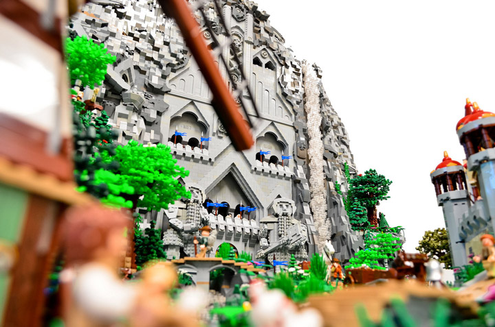 Blake Baer and Jack Bittner's Lego Erebor. The Hobbit. 01