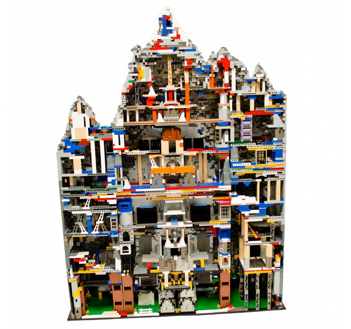 Blake Baer and Jack Bittner's Lego Erebor. The Hobbit. Backside.