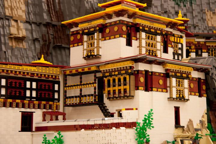 Anu Pehrson's Lego Tiger's Nest Monastery, Paro Taktsang. Detail.