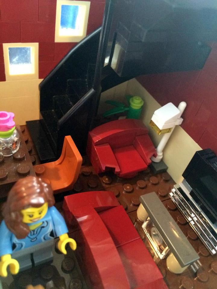SargeantSasquatch's Lego Modular Comic Book Store House