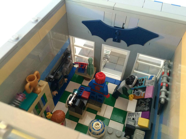 SargeantSasquatch's Lego Modular Comic Book Store Merch