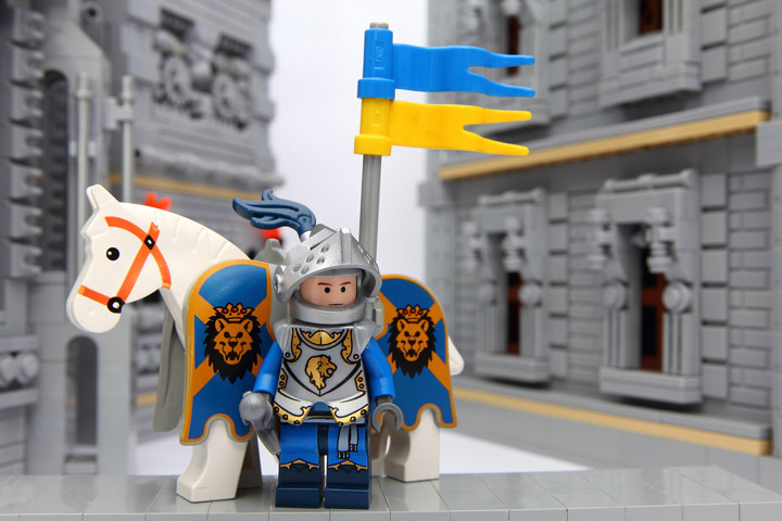 PockyLU Lego Blue Lion Castle Knight