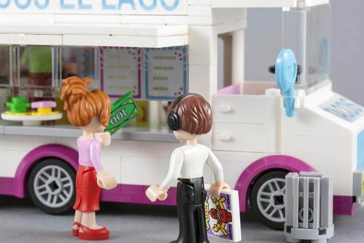 fujiia's Lego Friends Taco Truck El Lago Hipsters