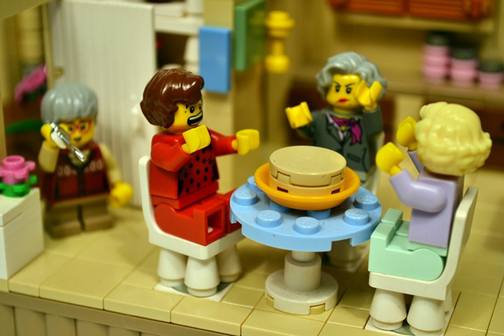 lostsleep's The Golden Girls Lego Living Room and Kitchen Modular Set Table
