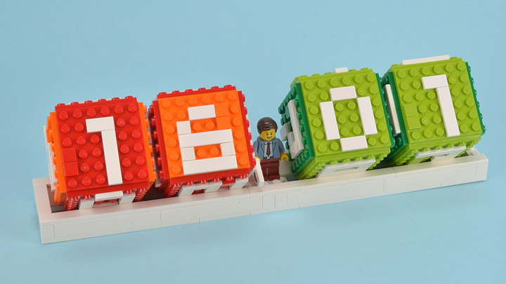 Huw Lego Brick Calendar Review 01