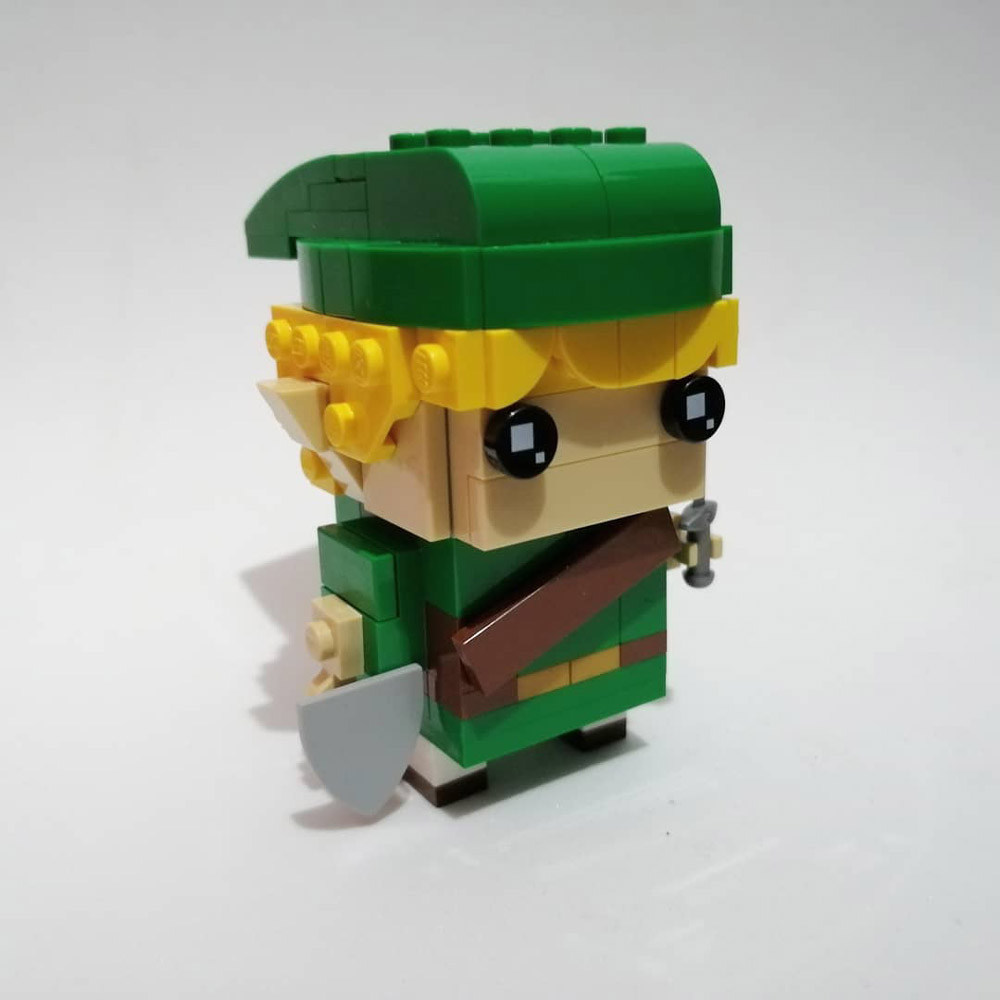 A Lego Link BrickHeadz, Side View
