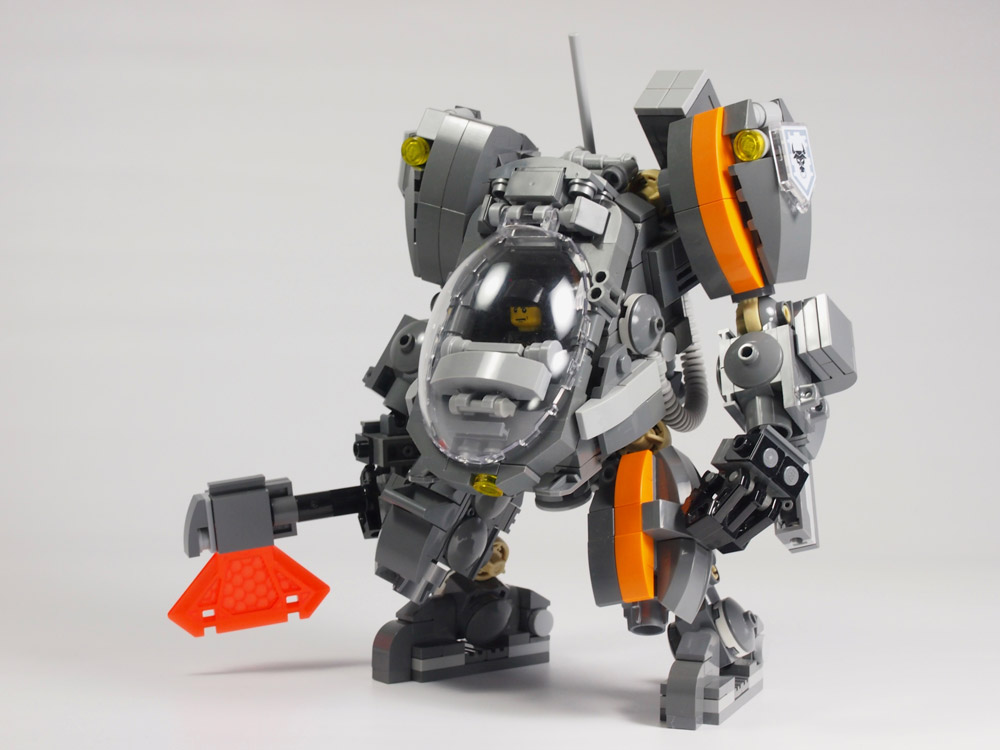 This Lego Mecha Comes With Backup