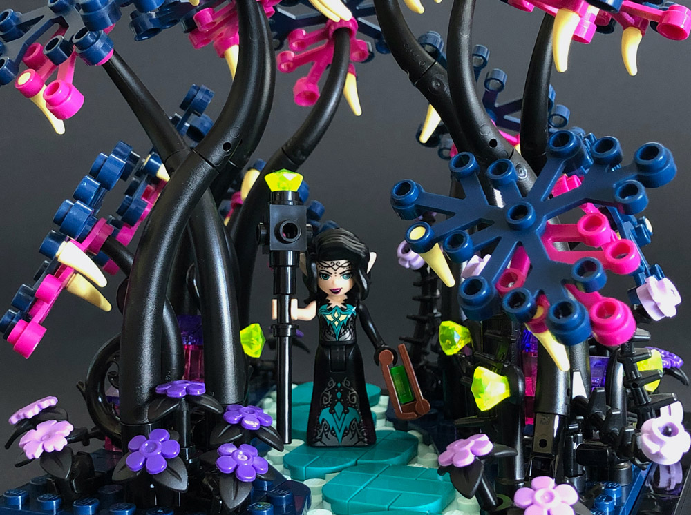 A Day In The Garden With Noctura, Lego Elves MOC Detail