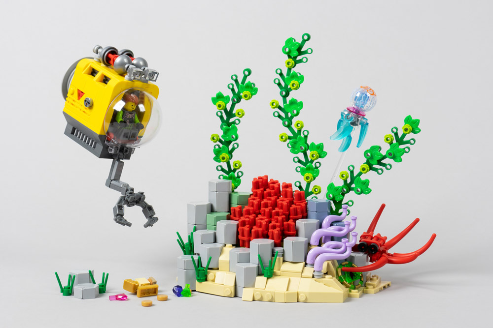 Exploring The Depths In A Yellow Submarine, Lego MOC
